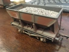 Bachmann Hopper Wagon Weathered and Loaded - OO Gauge